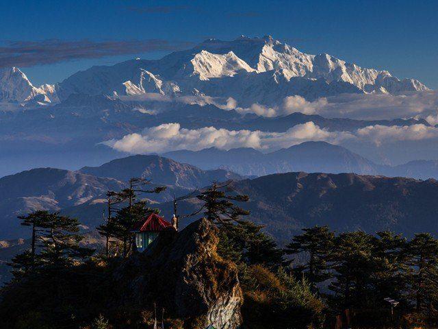 Where does Kanhenjunga exist ?